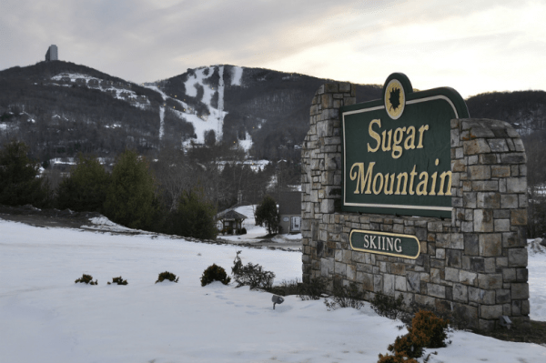Entrance sign to Sugar Mountain's skiing slopes