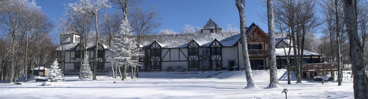 Restaurant & Bar inside the Beech Alpen Inn in the High Country